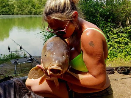 Les Quis Sabrina Bay Lake 40lb Mirror